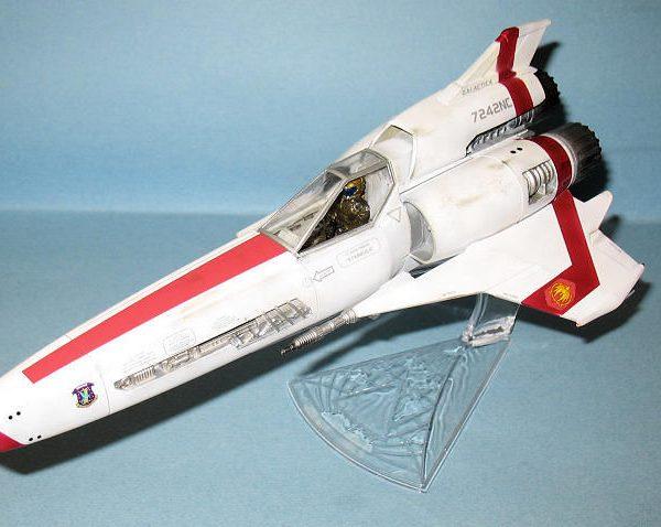 "Battlestar Galactica Colonial Viper MK-II ""Built Model"" Moebius"