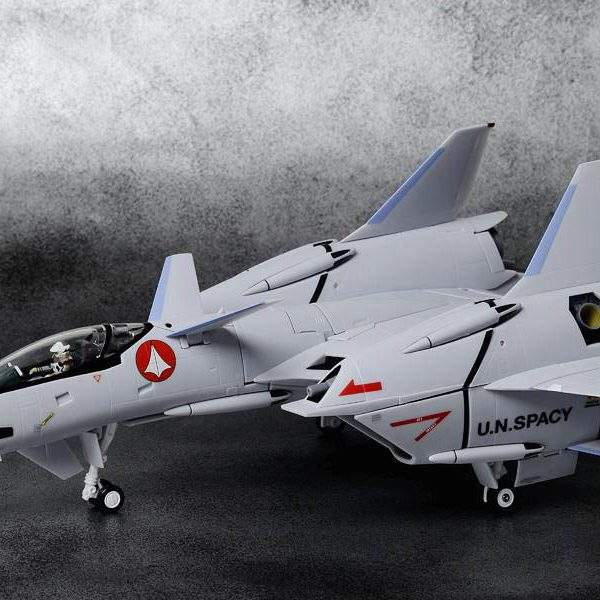 Macross VF-4 Lightining-III 1/60 DX Chogokin
